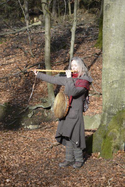 Sarah flötend am Ternellbach